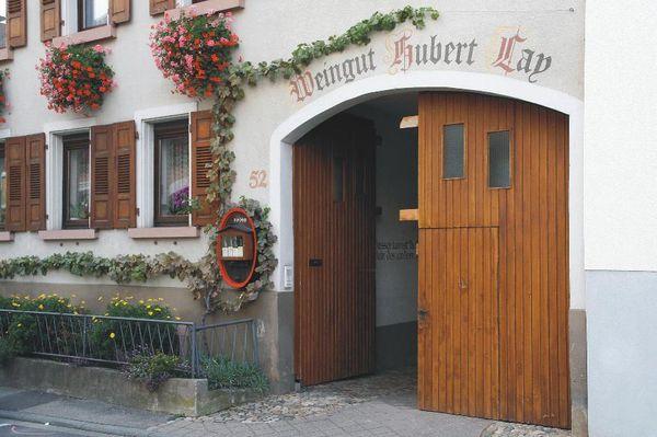 Hausansicht ökologisches Weingut Hubert Lay