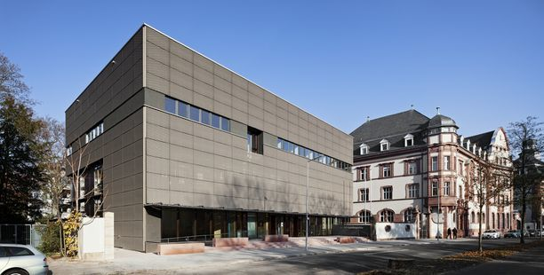 Gebäude des Generallandesarchivs Karlsruhe, im Vordergrund der Erweiterungsbau