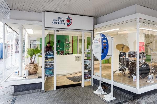 Geschäft Durlach, Pfinztalstr. 49-51 mit Batterieautomat, Außenansicht