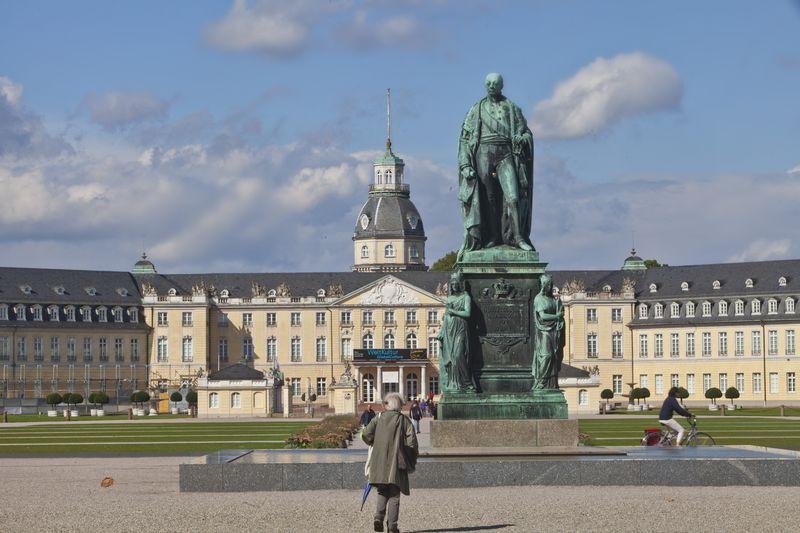 Karls Friedrich Denkmal