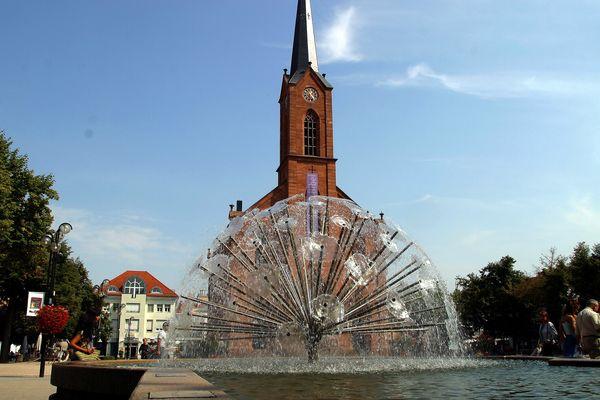 Friedenskirche Kehl und Brunnen