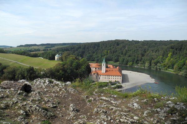 Vom Felskopf haben Sie einen herrlichen Blick auf das Kloster Weltenburg.