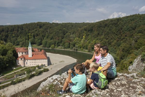 Blick vom Felskopf zum Kloster Weltenburg