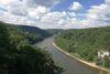 Genießen Sie den weiten Blick ins Naturschutzgebiet Weltenburger Enge vom Aussichtspunkt Wieserkreuz.