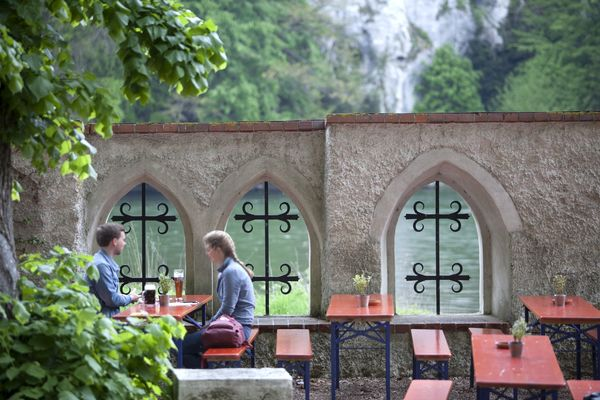 Idyllischer Biergarten der Einsiedelei Klösterl
