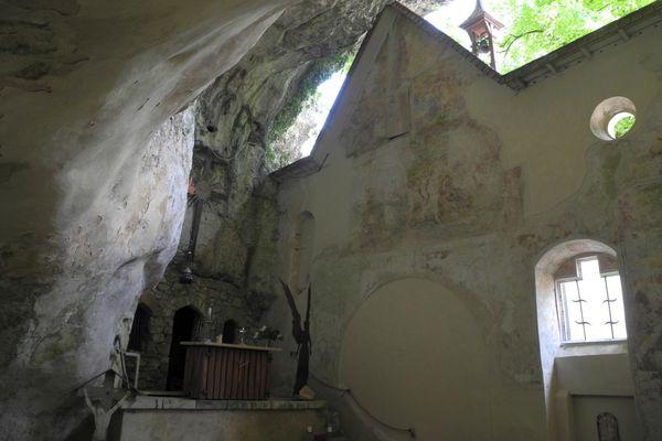 Felsenkirche der Einsiedelei Klösterl im Naturschutzgebiet Weltenburger Enge
