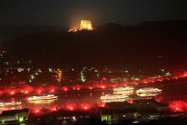 Imposante Eindrücke bei Feuer und Flamme an Donau und Altmühl