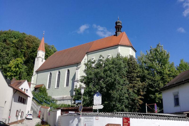 Orgelmuseum Kelheim in der ehemaligen Franziskaner-Klosterkirche