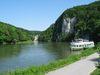 Schiff im Donaudurchbruch