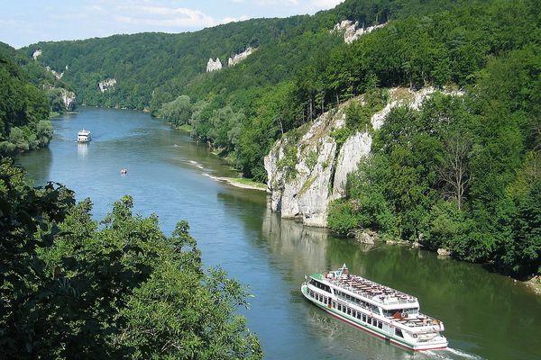 Schifffahrt auf der Donau durch das Naturschutzgebiet Weltenburger Enge und dem Donaudurchbruch