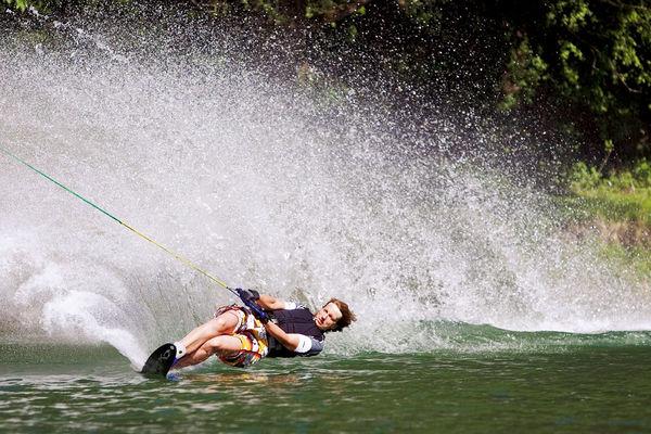 Wasserskifahren am Hödenauersee in Kiefersfelden.