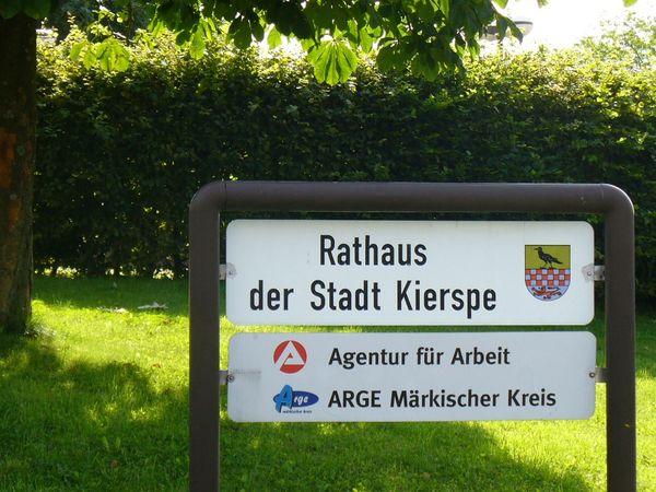 Hinweisschild Rathaus/Agentur für Arbeit/Jobcenter