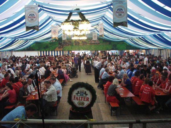 Festzeltstimmung beim Gotthardfest in Kirchberg i. Wald
