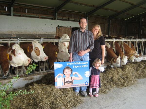 Im Stall bei den Milchkühen auf dem Erlebnisbauernhof Sigl in Kirchdorf