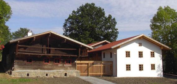 Blick auf das Jugendhaus Abtschlag in der Gemeinde Kirchdorf i. Wald