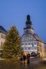 Weihnachtliche Fußgängerzone mit Adventskalender am Kirchheimer Rathaus