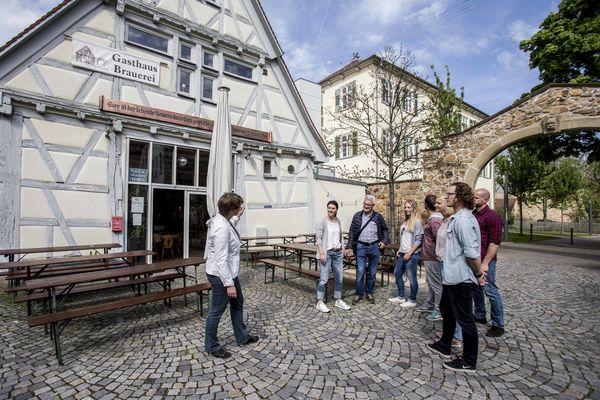 Stadtführungsgruppe vor der Stiftscheuer in Kirchheim unter Teck