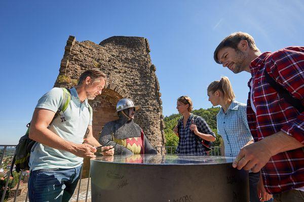 Besucher auf der Kirkeler Burg