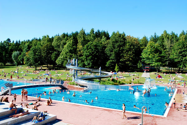 Destinations d 39 excursion foret noire schwarzwald for Piscine meudon la foret