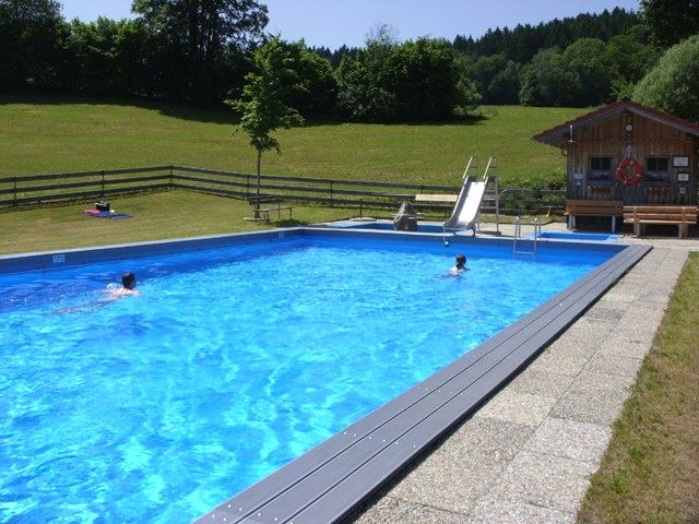 Badevergnügen in ruhiger Lage im Freibad Einweging in der Gemeinde Kollnburg