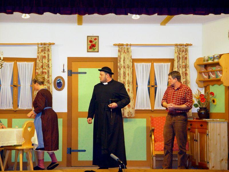 Szene aus einem Stück der Theatergruppe der FFW Kollnburg