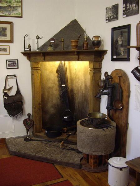 Nachbaus einer offenen Feuerstelle im Heimatmuseum Ferndorf (Foto: Katrin Stein)
