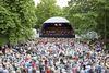 Veranstaltung Kreuztal Klassik, Blick über die Zuschauer auf die Bühne
