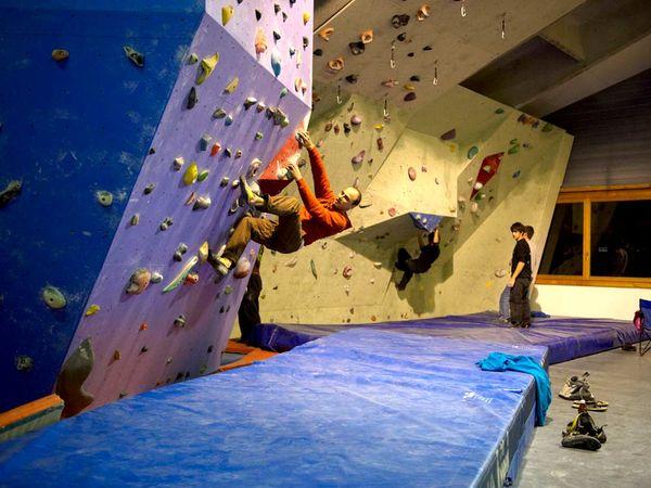 Der Boulderbereich in der Kletterhalle Küblis