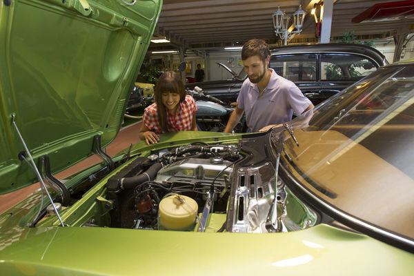 Im Fahrzeug- & Kunstmuseum Streicher können Sie auch einen Blick unter die Haube werfen