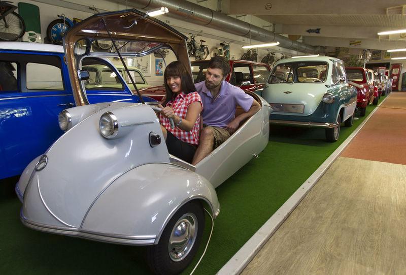 Im Fahrzeug- & Kunstmuseum Streicher gibt es Autos und Motorräder aus ganz unterschiedlichen Epochen zu bestaunen