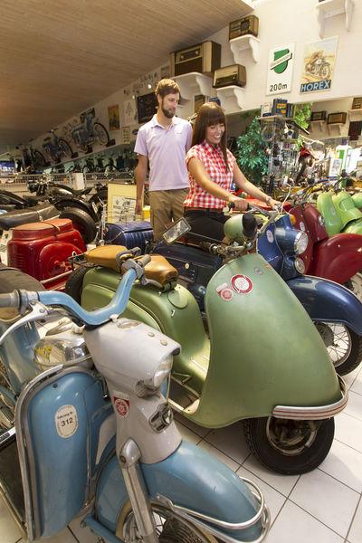 Liebevoll restaurierte Motorräder im Fahrzeug- & Kunstmuseum Streicher