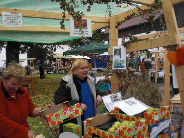 Heimisches Streuobst beim Obst- und Bauernmarkt in Lalling im Bayerischen Wald