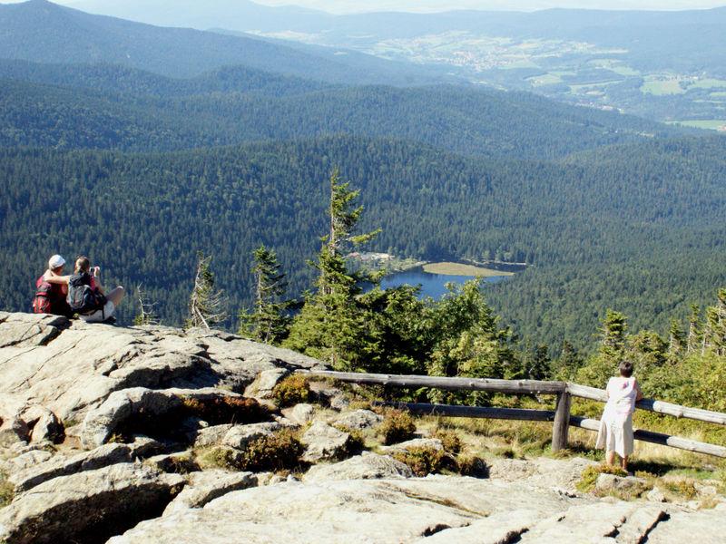Blick vom Großen Arber zum Kleinen Arbersee im Bayerischen Wald