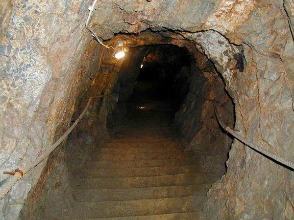 Abstieg in das Besucherbergwerk Fürstenzeche in Lam