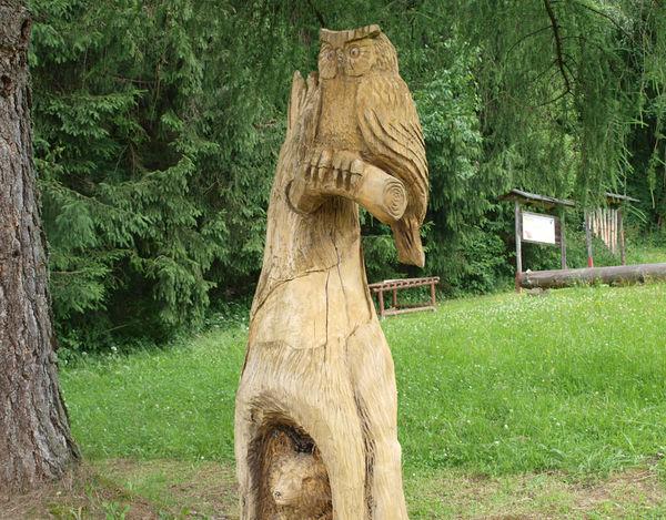 Holzskulptur am Familienwanderweg Holzweg