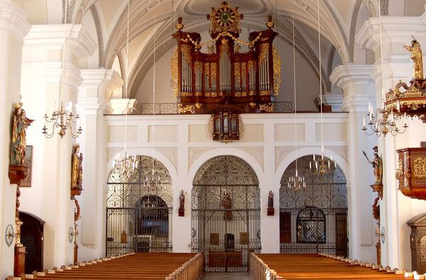 Der Innenraum der Stadtpfarrkirche St. Maria in Landau a.d.Isar