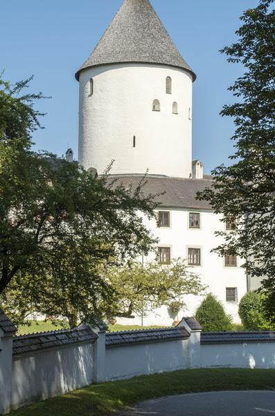 Das Schloss Kronwinkl am Isarhochufer bei Eching