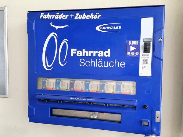 Rund um die Uhr steht ein Schlauchautomat zur Verfügung
