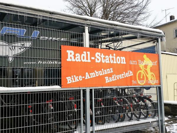 Die Radl-Station befindet sich zentral am Bahnhof in Landshut