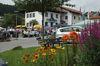 Buntes Treiben am Rathausplatz bem Kirchweihfest in Langdorf