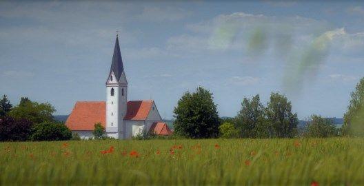 Außenansicht der Wallfahrtskirche Maria Rast in Langenbach