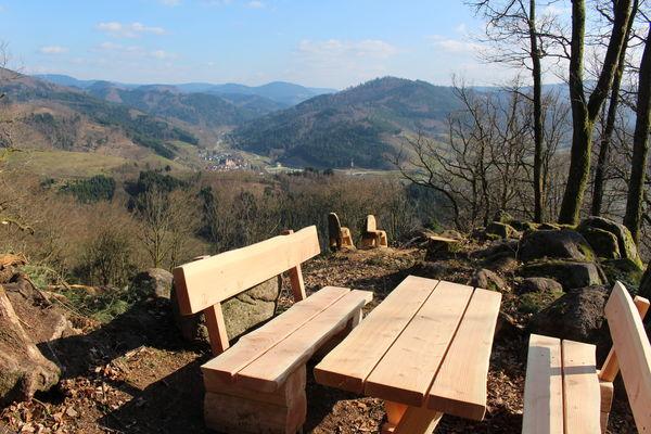 Stümmelfelsen, Sitzgruppe mit Aussicht auf Lautenbach