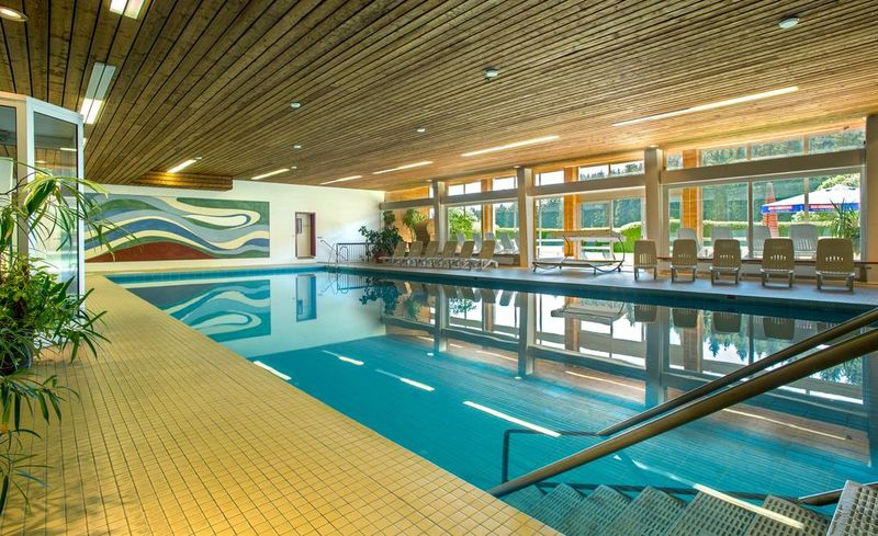 indoor swimming pool in the ruhb hl black forest hotel in lenzkirch urlaubsland baden w rttemberg. Black Bedroom Furniture Sets. Home Design Ideas