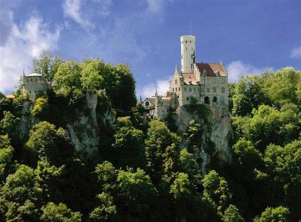 Schloss Lichtenstein im Frühling
