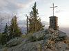 Auf dem Gipfel des Großen Falkenstein im Nationalpark Bayerischer Wald an einem Oktoberabend