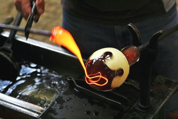 Glasherstellung in der Glasbläserei Schmid in Lindberg