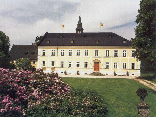 Blick auf Schloss Oberzwieselau in der Gemeinde Lindberg