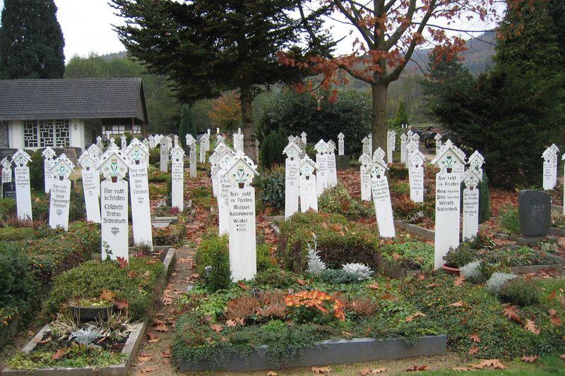 Stickel auf dem Schlierbacher Friedhof