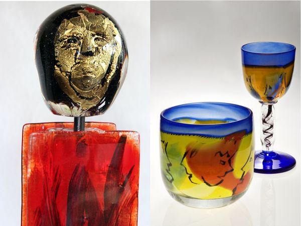 Kunstobjekte Friedenswächter (links) und Vase, Kelch (rechts) aus der Glashütte Alte Kirche in Lohberg