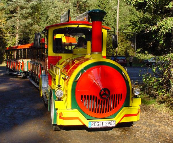 Die Kleine Arberseebahn in Lohberg auf dem Weg zum Kleinen Arbersee
